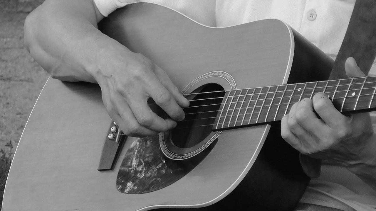 アコギで最初に何の曲を練習する?初心者におすすめ3つの練習曲