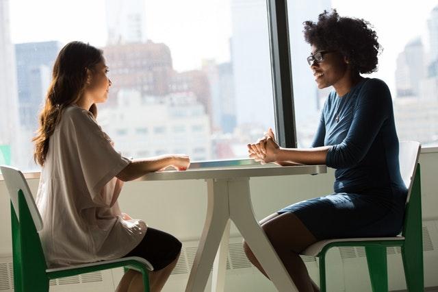 話すとどもるのは吃音症(きつおんしょう)?原因と5つの改善方法